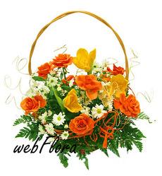 Яркая корзинка цветов